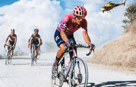 Fotorelacja -  Strade Bianche z zespołami EF Pro Cycling i Valcar Travel & Service